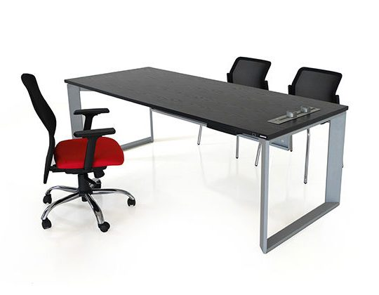 Diag executive desk